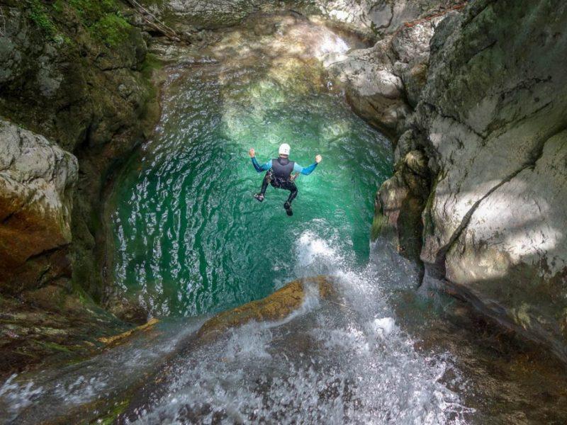 comment-sauter-en-canyoning-aveyron-millau-cevennes-1170x680